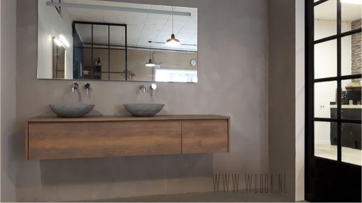 Een van de opstellingen in onze studio is een prachtig massief eiken badkamermeubel in combinatie met een beton cire wand.  Ook benieuwd wat wij voor u kunnen betekenen? Neem vrijblijvend contact met ons op voor een voorstel  #Badkamermeubel #badkamer #kraan #beton #bathroom #bathroomfurniture #concrete #landelijk #lavello #wood4 #eiken #grijs