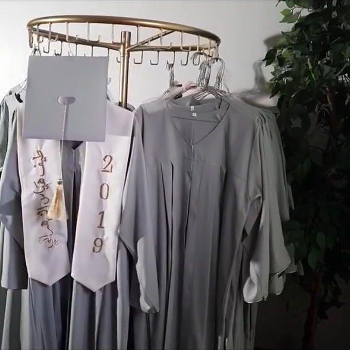 تفصيل عبايات التخرج حسب الطلب اللون والموديل من اختياركم نستقبل بالجمله ونستقبل الفردي نتشرف بالجميع خصم خاص الإعداد الكبيره Graduation Gown Gowns Fashion