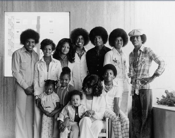 The Jacksons Family (Tito Jackson, Rebbie Jackson, La Toya Jackson, Jermaine Jackson, Jackie Jackson, Michael Jackson, Marlon Jacksono, Randy Jackson, Katherine Jackson, and Janet Jackson)