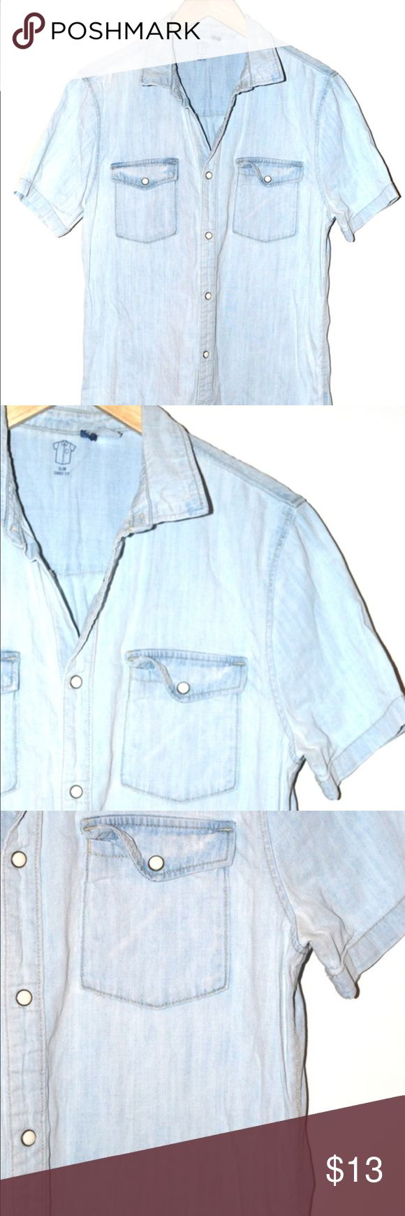Light Chambray Denim Button Down Blouse H&M Brand denim button down collared top with frontal pocket details. #denim #chambray #buttondown #light #summer #spring #denimblouse #hm  Light Chambray Denim Button Down H&M Tops Button Down Shirts