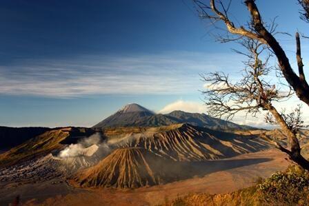 Taman Nasiona Bromo Tengger Semeru http://indonesia.travel/id/destination/319/taman-nasional-bromo-tengger-semeru