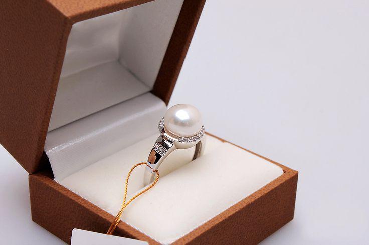 Piękny pierścionek z białego złota, perły i diamentów - Biżuteria srebrna dla każdego tania w sklepie internetowym Silvea