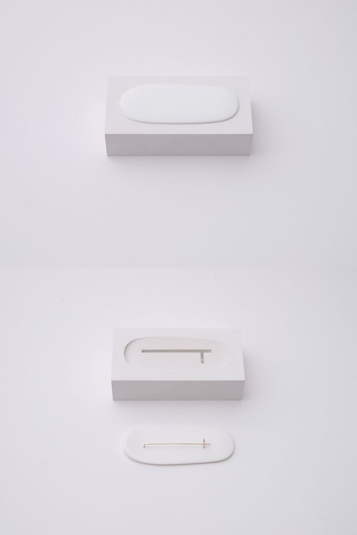 Junwon Jung - Brooch and brick Brooch. Plaster plastic gold: