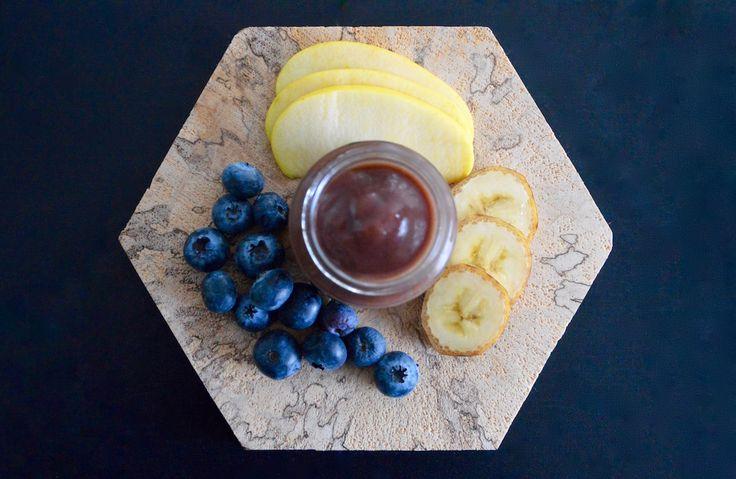 Recette de compote pour bébé à la myrtille banane et pomme ! (Dès 6 mois). Un petit bonheur pour les papilles de bébé, un goût succulent ! Parfait pendant la diversification alimentaire ;)