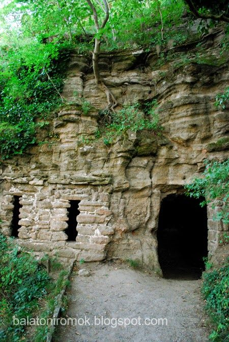 Balatoni romok: Tihanyi barátlakások (Tihanyi-félsziget)