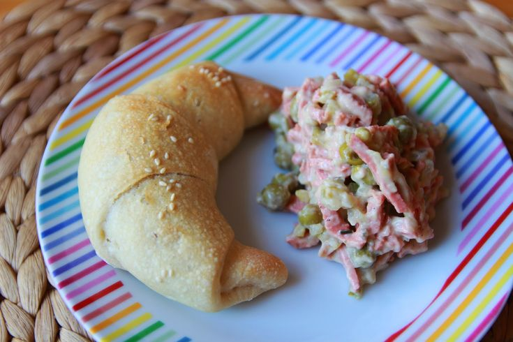 Pařížský salát/Parisian salami salad - vegan - and homemade rolls