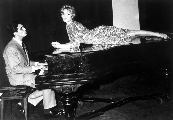 Elle trompe Jean-Louis avec Gilbert Bécaud, le temps d'une chanson...