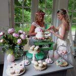 Bruiloft sweet table roze/wit/mint, vintage, cupcakes, macarons, cakepops, pioenrozen, Cake&Crumbles