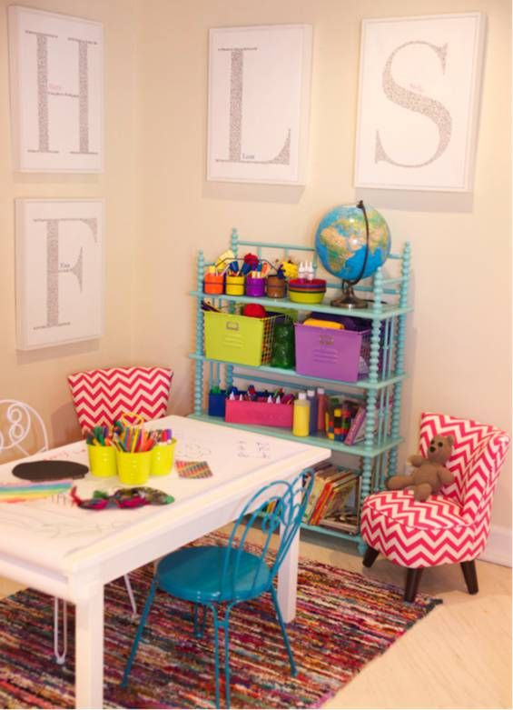 Art space with great access to supplies on that cute shelf (Tori Spelling's kids' craft room)