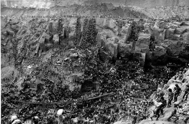 Sebastiao Salgado, Cast of Thousands in the Gold Mine of Serra Pelada, Brazil, 1986