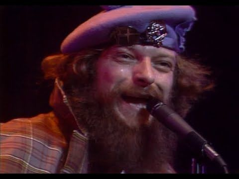Jethro Tull - Thick as a Brick (live at Madison Square Garden 1978) - Ian is quite the performer!!!