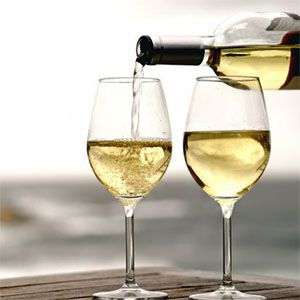 Sending an executive gift? The Best White Wines To Sip For Summer – EDITOR PICKS