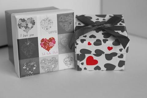 Unique Gifts Tips: 6 Unique Gift Ideas To Celebrate Anniversary