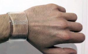 透明腕時計