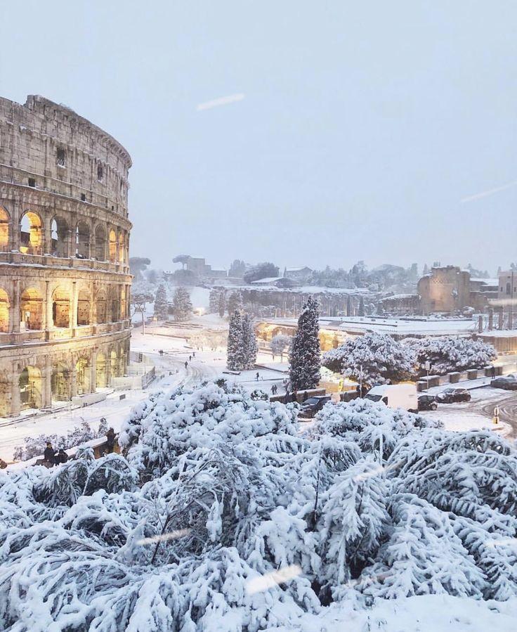Lunedi 26 febbraio 2018, Colosseum in Roma con la Neve