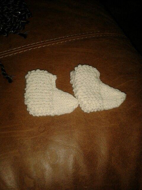 Moss and stockinette baby booties
