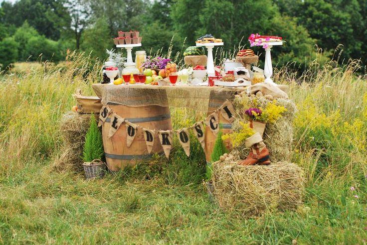 słodkości#stół#dodatki#owoce#aranżacja#rustykalnie#sielsko#naturalnie