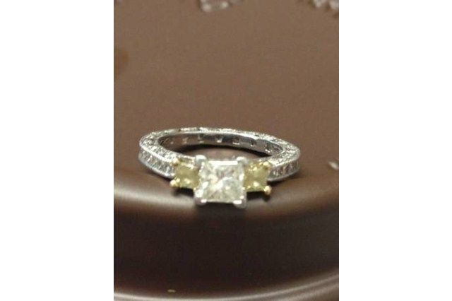 preowned wedding rings image - Preowned Wedding Rings