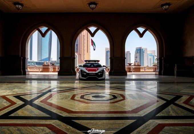 Abu Dhabi Police Lykan Hypersport