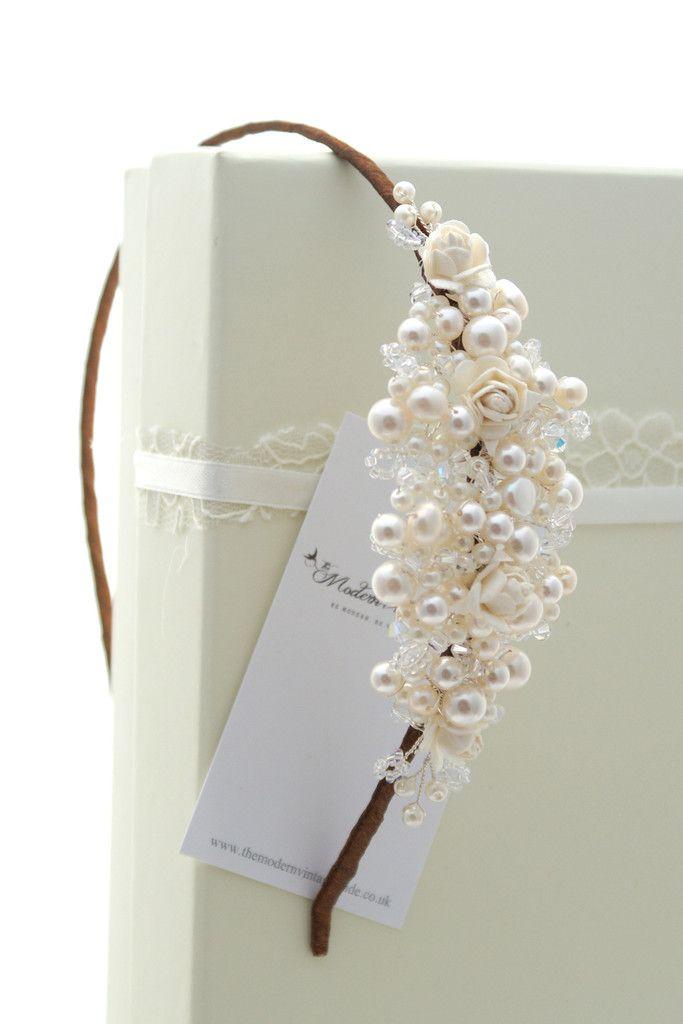 Tiara de perlas rosas, discreto, fino y muy elegante para una #novia de gustos refinados y #vestido de novia sencillo, aire vintage @innovias!