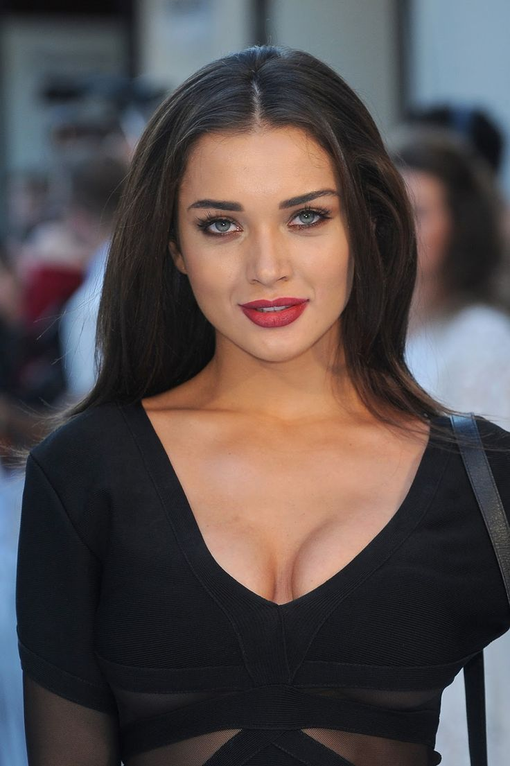 Amy Jackson Miss Teen World 2009: Amy Jackson Sexiest Cleavage Show In A Black Revealing