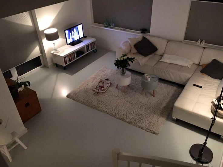 Een effen PU Gietvloer in een woning. #gietvloer #betonlook #interior #interieur #vloer #ideas #home