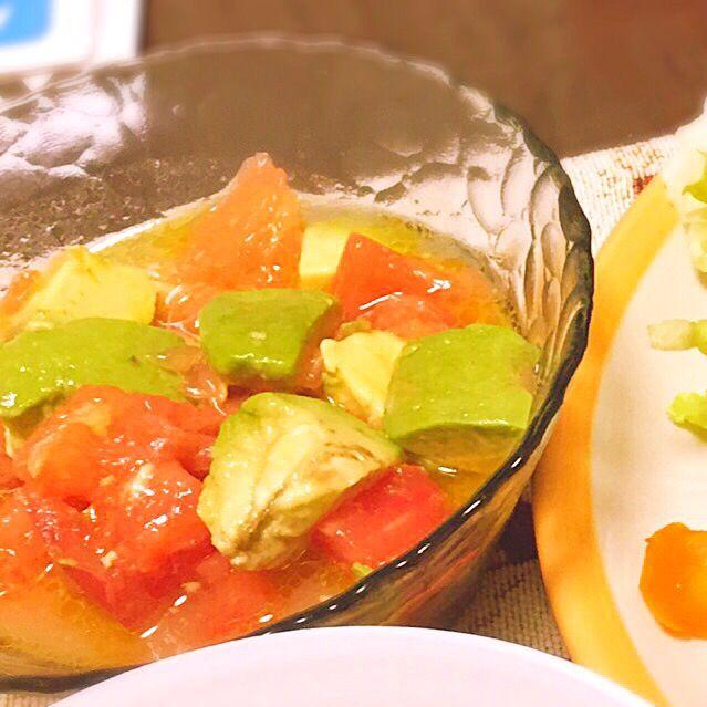 美味しそうなレシピだったので - 6件のもぐもぐ - トマト、アボカド、グレープフルーツのサラダ by yuri60883939