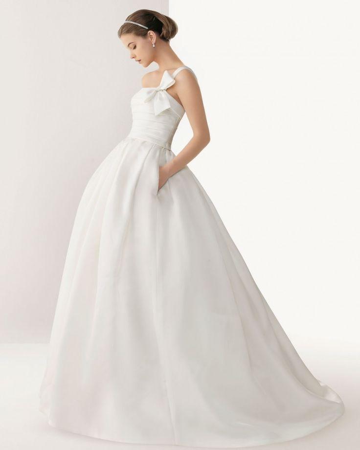 ウェディングドレス。サテンの白い花嫁衣装・ウェディングドレスまとめ一覧♡