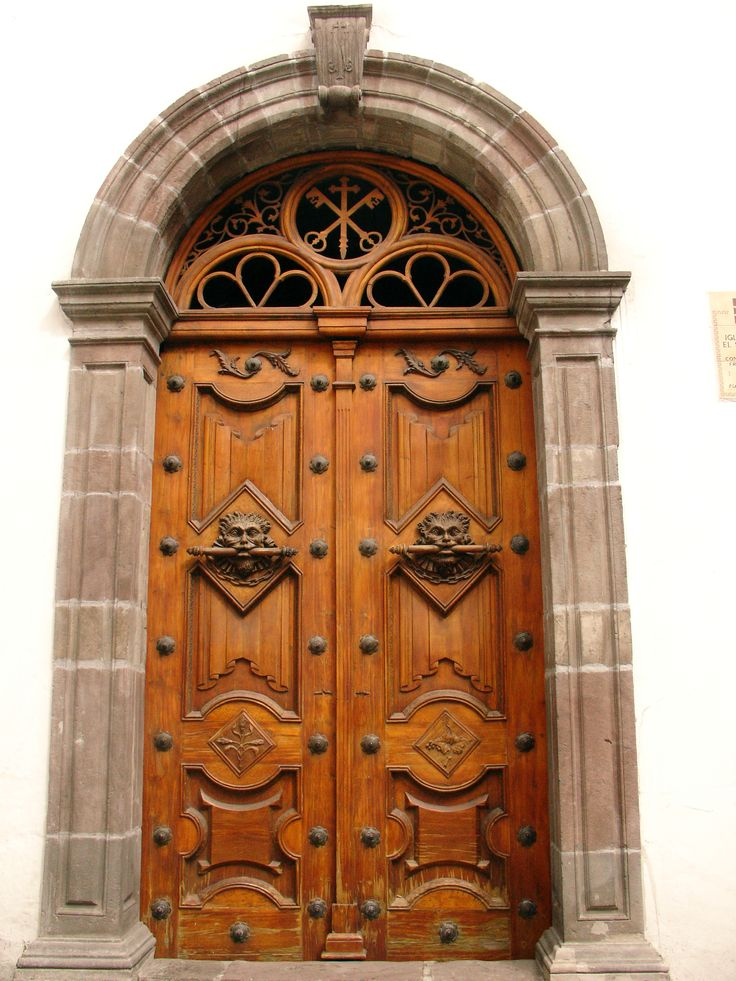 Puerta iglesia antigua centro historico de quito - Puerta madera antigua ...