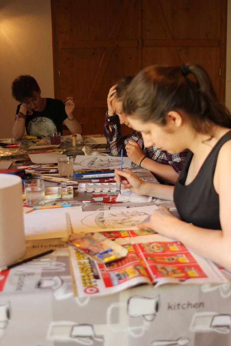 Atelier de peinture geek #AliceAuPaysDesMerveilles #diy #peinture (photo C. Badaroux)