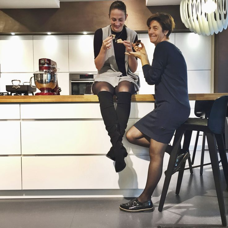 Having a laugh in our cosy conversation kitchen by Kvik. Mano by Kvik. Kvik Keukens. www.kvik.nl