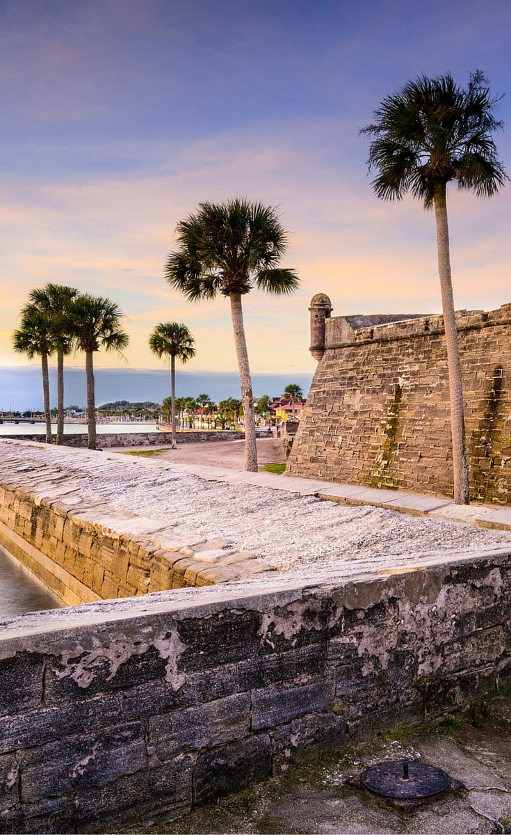 Castillo de San Marcos in St. Augustine, Florida! Click through to see what else you can expect in 6 of the most popular florida cities!