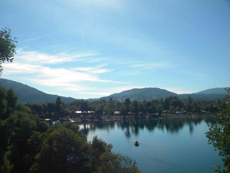 Desde el mirador de Lago Calafquén en Licán Ray. // Overlooking Lake Calafquén in Licán Ray. (IX Región)