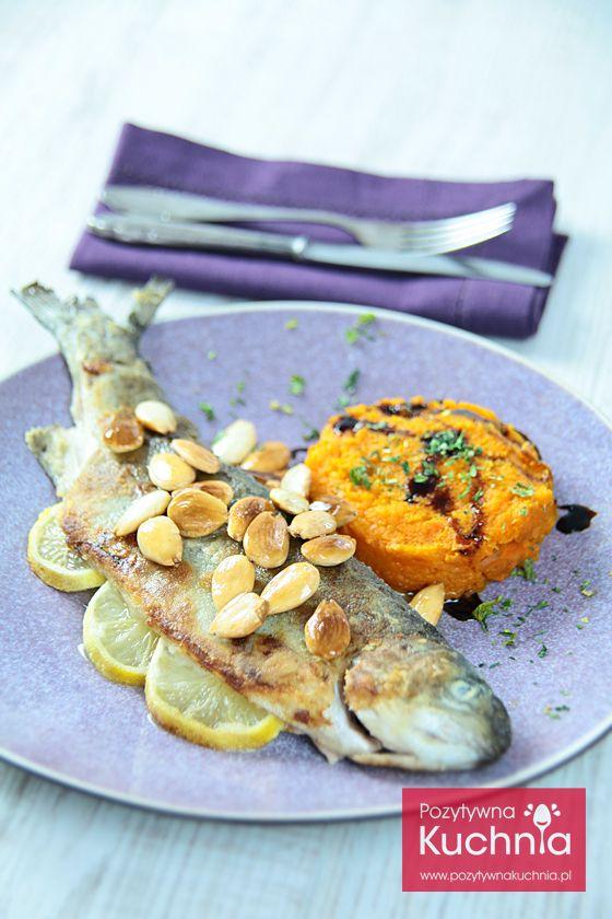 #Pstrag z migdałami - #przepis na smaczny, prosty i elegancki #obiad  http://pozytywnakuchnia.pl/pstrag-z-migdalami/  #ryba #kuchnia