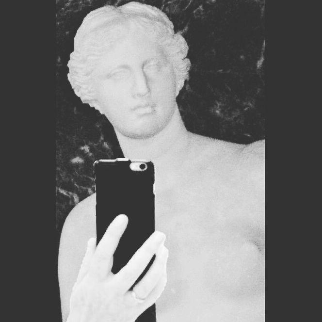 """""""La Venere di Milo è più bella senza le braccia."""" (André Gide)"""