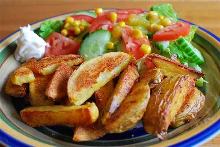Quick Crispy Potato Wedges | Slimming Eats - Slimming World Recipes