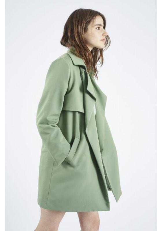 Gabardina verde solapa bolsillos