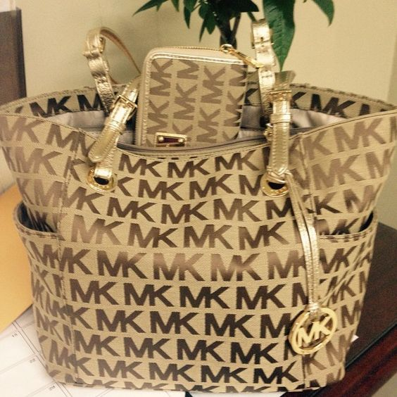 So Cheap!! I'm gonna love this site!MK handbags outlet discount site!!Check it out!! it is so cool. Only $39