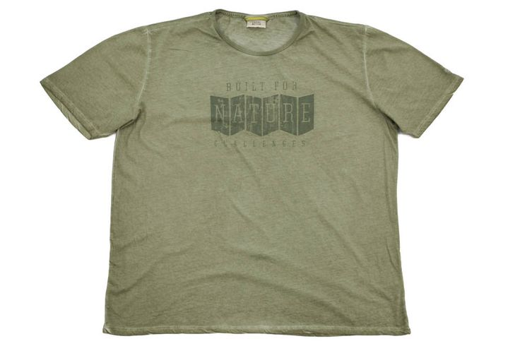 T-shirt Camel Active w kolorze khaki z nadrukiem z przodu. Idealny na wiosnę. Dostępny w rozmiarach od 3XL do 8XL.