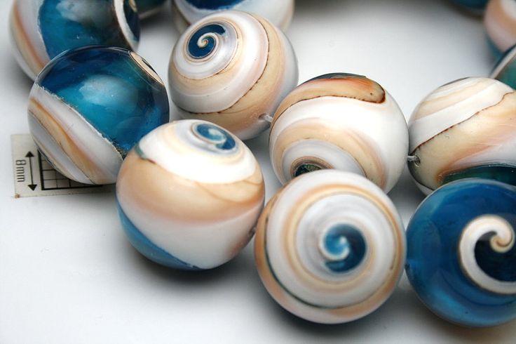 Sfera realizata din scoici cu model spirala cca 20 mm (1 buc). de tensha Breslo