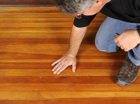 Con estas instrucciones y podrás reparar fácilmente los arañazos de tus suelos de madera