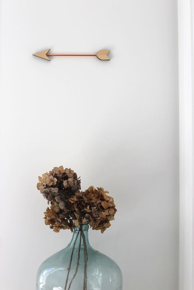 #interiorstyling #placesandgraces #copper #arrow #driedflowers #hydrangeas #glassbottle