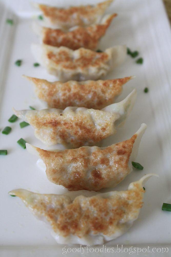 GoodyFoodies: Recipe: Japanese gyoza (potsticker) 餃子