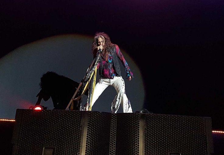 Steven Tyler, vocalista do Aerosmith, abusa do carisma em show em BH. (Foto: Thais Pimentel/G1)