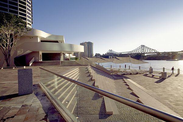 Harry Seidler & Associates: Riparian Plaza