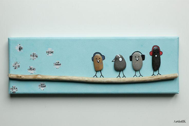 Tableau galets oiseaux bois flotté fond bleu ciel dessin humoristique musique : Décorations murales par artistik