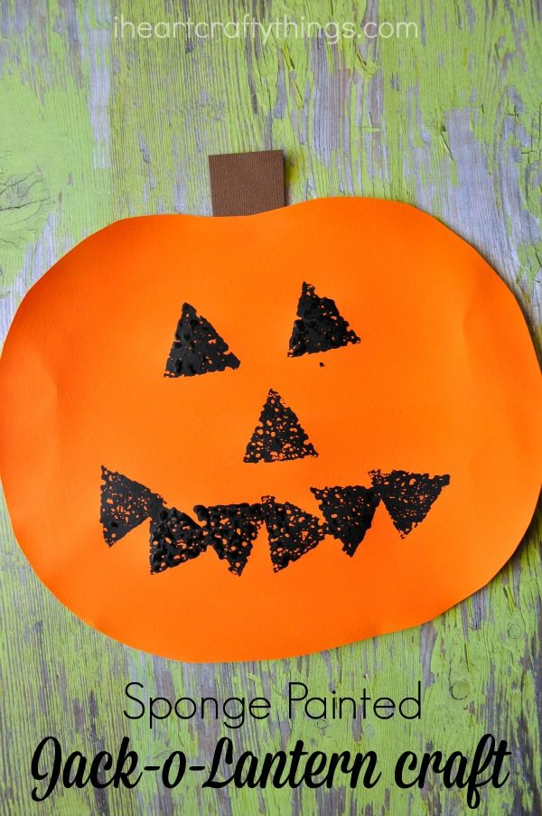 Sponge painted Jack-o-Lantern Craft for Kids. Great Halloween kids craft that gives them the creativity to create their own unique artwork.