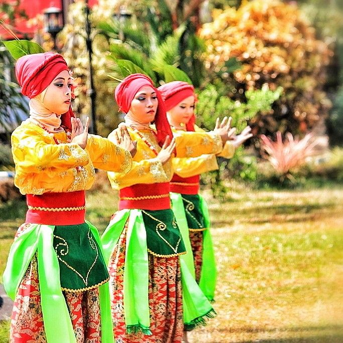Petik kopi traditional dance - it was made by Universitas Jember and danced by student of the university.