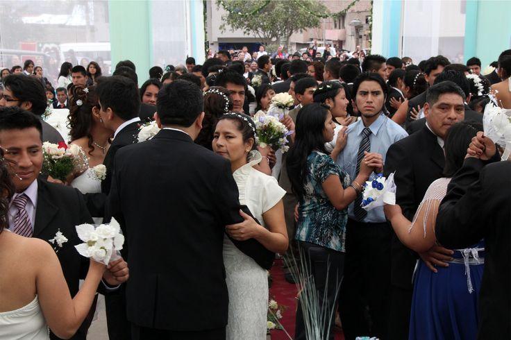 Con gran algarabía y expectativa, un total de 75 parejas contrajeron nupcias en el segundo Matrimonio Civil Comunitario 2013, realizado el sábado 7 de setiembre por la Municipalidad Distrital de Pachacámac, a través de su Unidad de Administración Documentaria y Registro Civil.