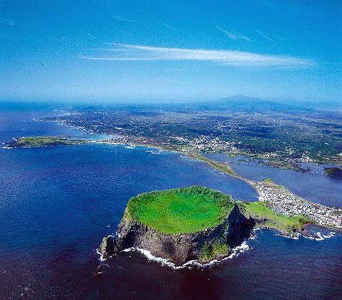 Jeju Volcanic Island, Korea, 33.45798,126.942339 /unesco